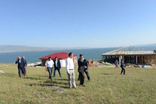 Vali Özefe, Turizm Tesislerinin İnşaatını Denetledi