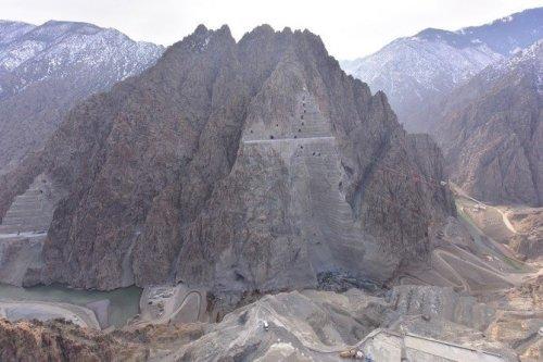 Yusufeli Barajı'nda Ana Kayaya Ulaşıldı